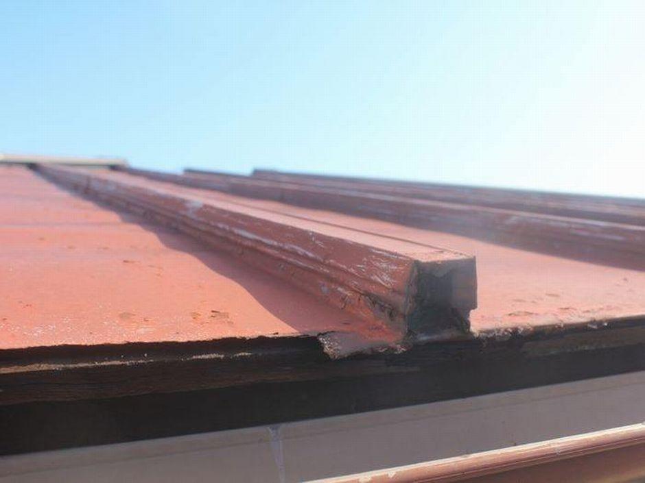 軒先が錆びている瓦棒